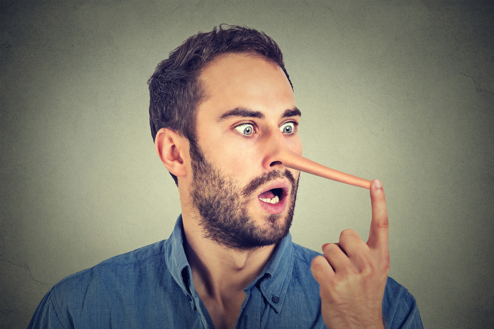 Как понять что человек лжет