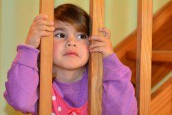Что делать, если ребенок дерется: причины и рекомендации родителям
