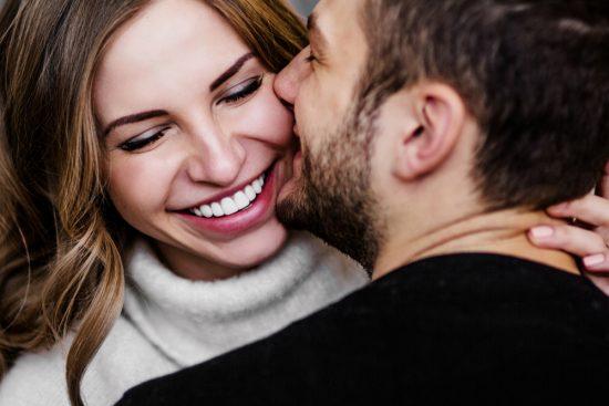 Вопросы девушке и парню, которые сближают людей: эксперимент Артура Арона. 36 вопросов для сближения
